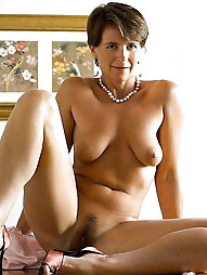 Mature m-i-l-f is posing naked for money