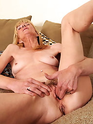 Sexual mature mamas want to have oral sex with boyfriend