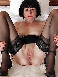 Erotic mature mama with restless hole