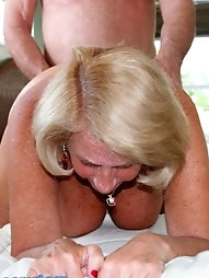 52 yr elder Rayveen peels off off and spreads her pink skin